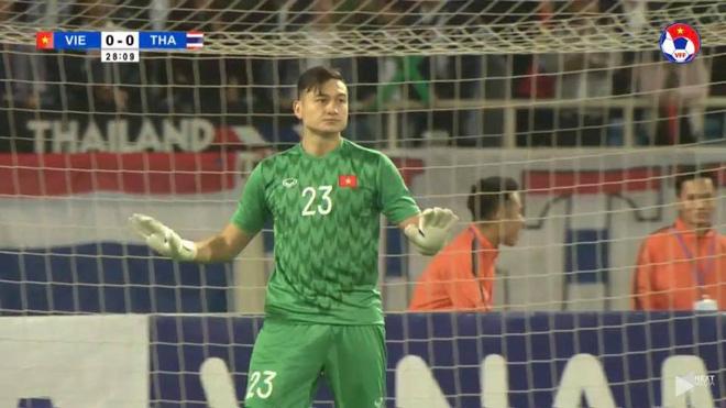 Hình ảnh Đặng Văn Lâm sau khi cản penalty được chia sẻ khắp MXH Việt Nam - Ảnh 3.
