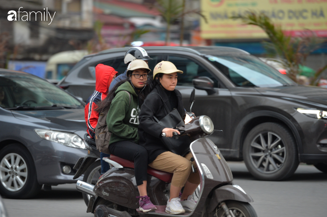 Những khoảnh khắc co ro ngày đông lạnh khiến ai cũng muốn mùa hè đừng quay trở lại, để Hà Nội mãi mát mẻ dịu dàng - Ảnh 7.