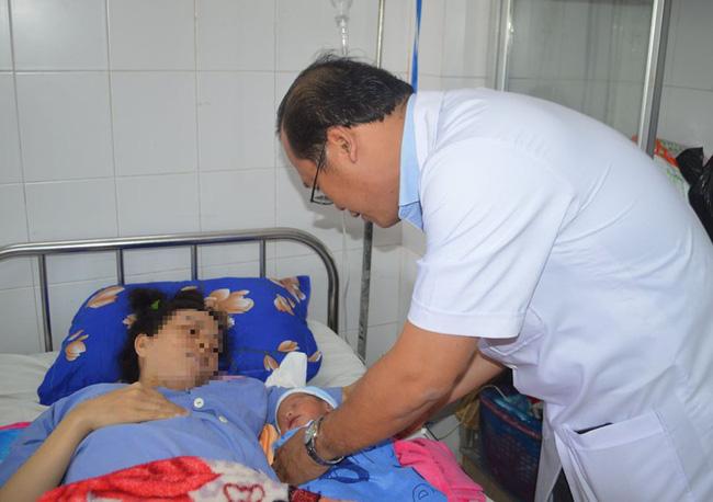 Mẹ con sản phụ cài răng ngược vừa được cứu sống  - Ảnh 2.