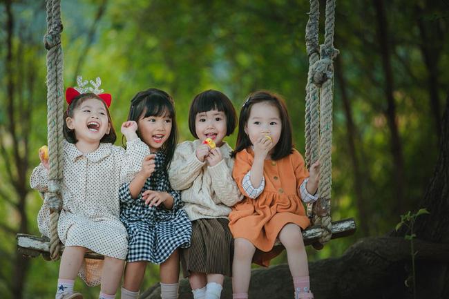 Bộ ảnh đáng yêu chụp 4 cô con gái của 4 bà mẹ chơi thân khiến nhiều chị em