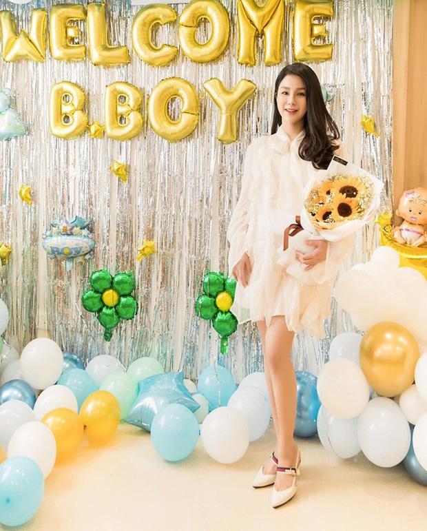 Tròn 1 tháng sau sinh, Diệp Lâm Anh diện váy ôm sát vòng eo gọn đến ngỡ ngàng - Ảnh 4.