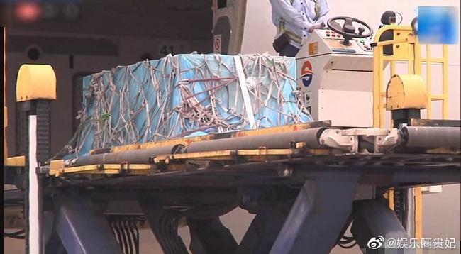 Xót xa hình ảnh chiếc quan tài lạnh lẽo của Cao Dĩ Tường được di chuyển về quê hương Đài Loan - Ảnh 3.
