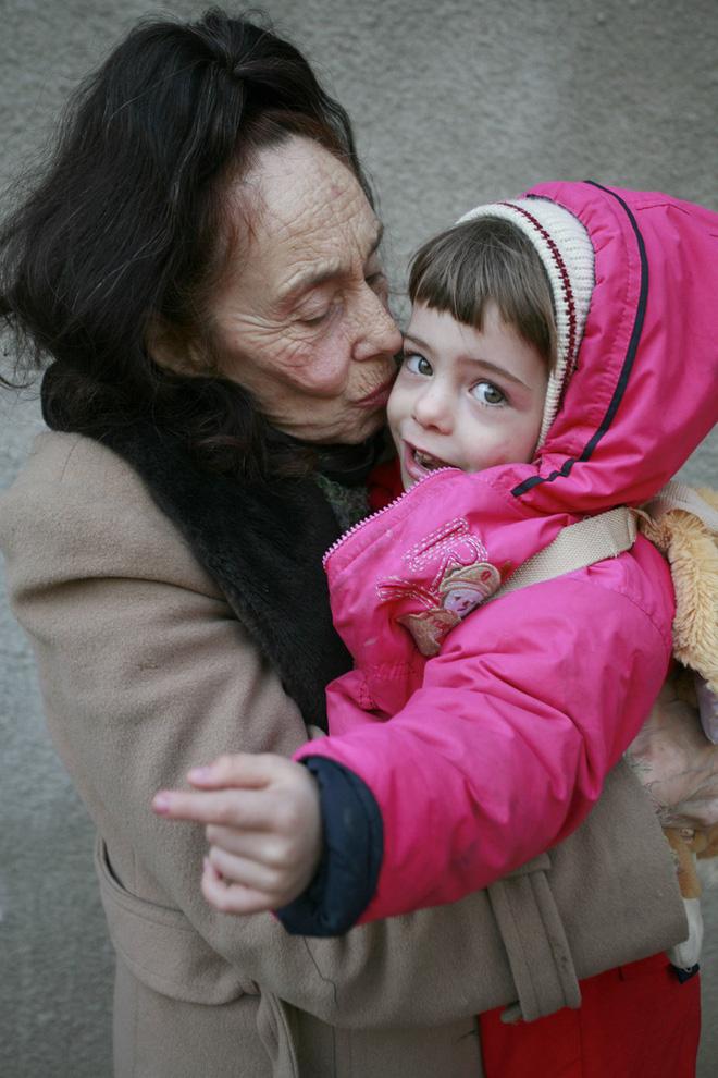 Chuyện về người phụ nữ 66 tuổi mới được làm mẹ lần đầu tiên: Một thân một mình nuôi con khôn lớn bằng tình yêu, bất chấp cái nhìn chối bỏ từ người đời - Ảnh 2.