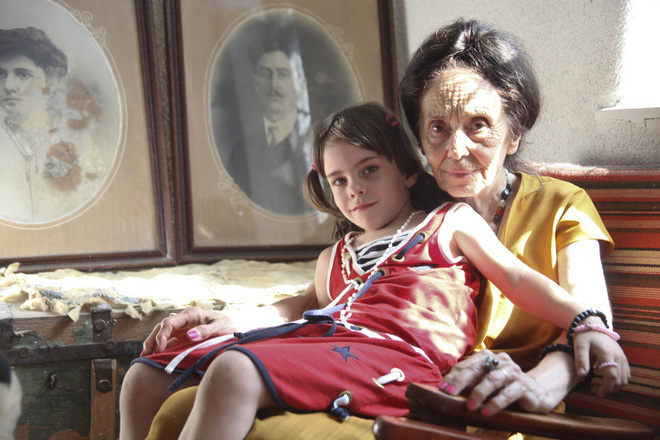 Chuyện về người phụ nữ 66 tuổi mới được làm mẹ lần đầu tiên: Một thân một mình nuôi con khôn lớn bằng tình yêu, bất chấp cái nhìn chối bỏ từ người đời - Ảnh 3.