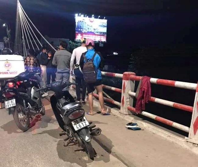 Thái Nguyên: Người phụ nữ đi trên cầu để lại tư trang rồi nhảy xuống sông  - Ảnh 1.