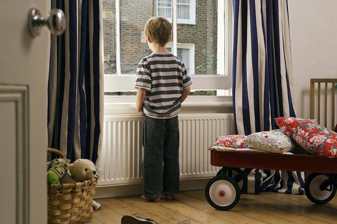 Cha mẹ có nên thường xuyên để con ở nhà một mình? - Ảnh 1.