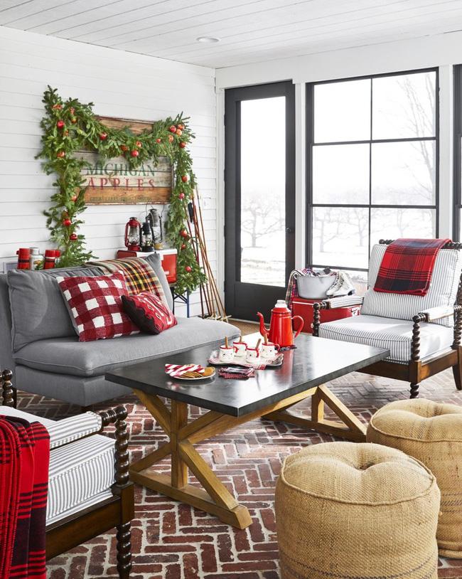 Những cách tạo không khí vui vẻ cùng nét nổi bật độc đáo cho phòng khách nhà bạn dịp Giáng sinh - Ảnh 2.