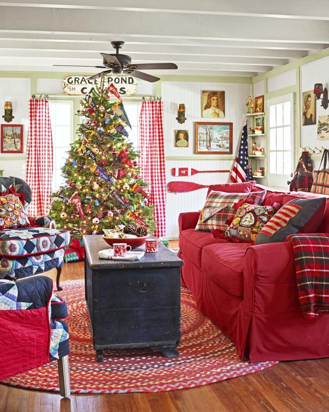 Những cách tạo không khí vui vẻ cùng nét nổi bật độc đáo cho phòng khách nhà bạn dịp Giáng sinh - Ảnh 4.