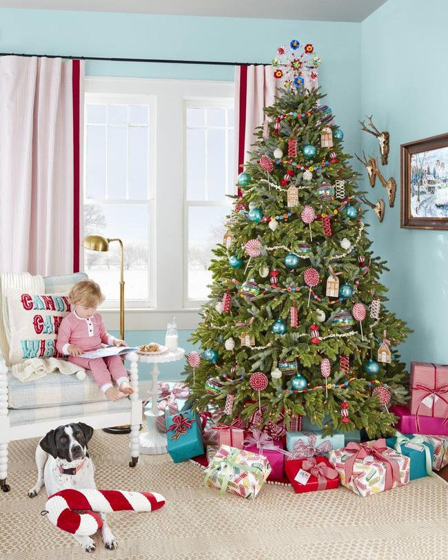 Những cách tạo không khí vui vẻ cùng nét nổi bật độc đáo cho phòng khách nhà bạn dịp Giáng sinh - Ảnh 5.