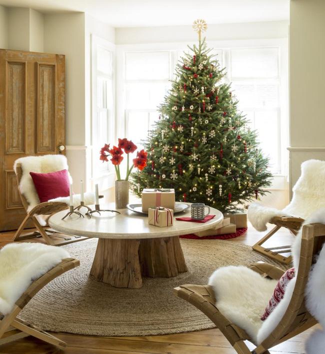 Những cách tạo không khí vui vẻ cùng nét nổi bật độc đáo cho phòng khách nhà bạn dịp Giáng sinh - Ảnh 8.