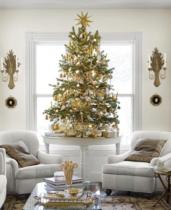 Những cách tạo không khí vui vẻ cùng nét nổi bật độc đáo cho phòng khách nhà bạn dịp Giáng sinh - Ảnh 9.