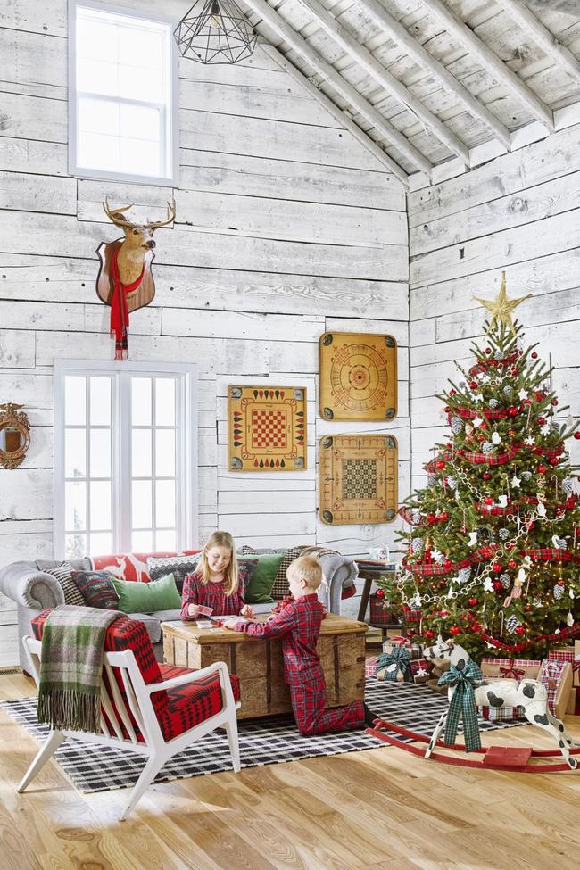 Những cách tạo không khí vui vẻ cùng nét nổi bật độc đáo cho phòng khách nhà bạn dịp Giáng sinh - Ảnh 18.