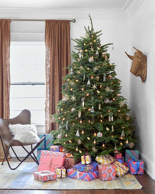 Những cách tạo không khí vui vẻ cùng nét nổi bật độc đáo cho phòng khách nhà bạn dịp Giáng sinh - Ảnh 20.