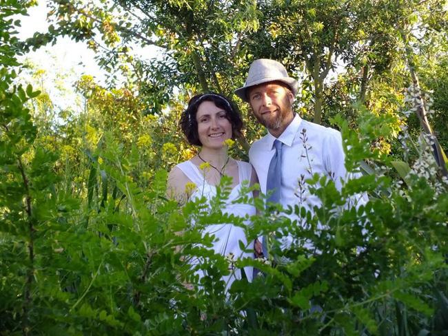 Cặp vợ chồng sống một đời hạnh phúc bên khu vườn sinh thái tự tạo - Ảnh 2.