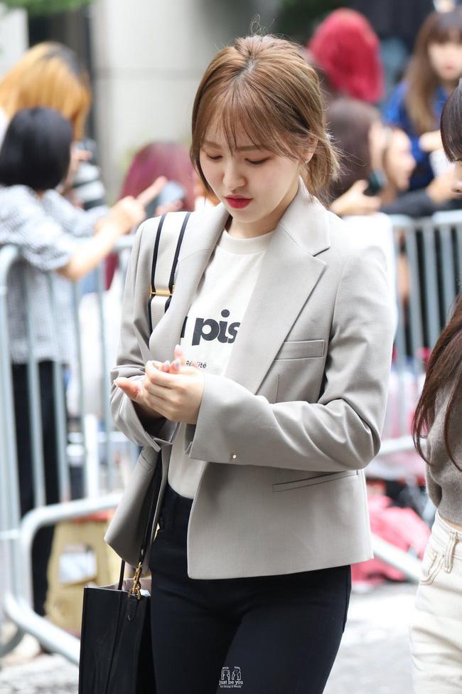Mấy nàng Red Velvet diện blazer theo 11 cách cực trẻ và chất, bạn không tham khảo thì Tết này thiệt mất mấy phần sành điệu - Ảnh 12.