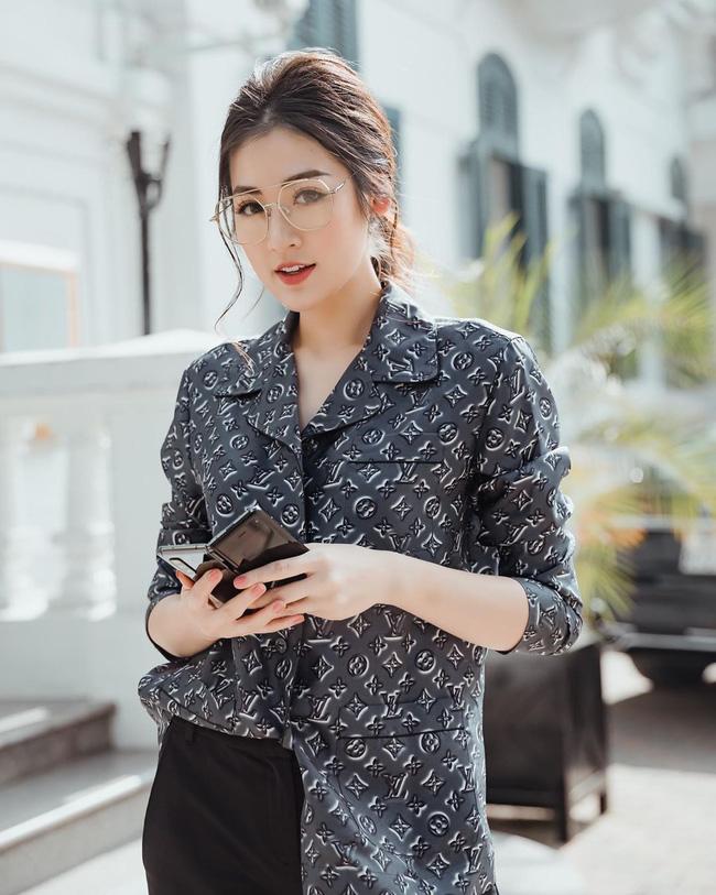 Style của Á hậu Tú Anh thời gian qua chính là kim chỉ nam giúp chị em mặc đẹp và siêu cấp sang xịn từ giờ đến Tết  - Ảnh 6.