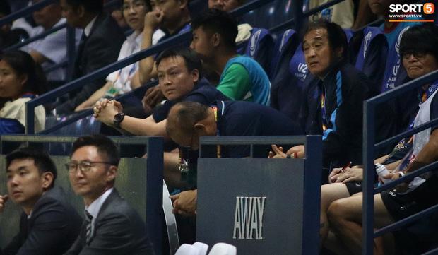 HLV Park Hang-seo chăm sóc từng học trò sau trận đấu kiệt sức với U23 Jordan - Ảnh 2.
