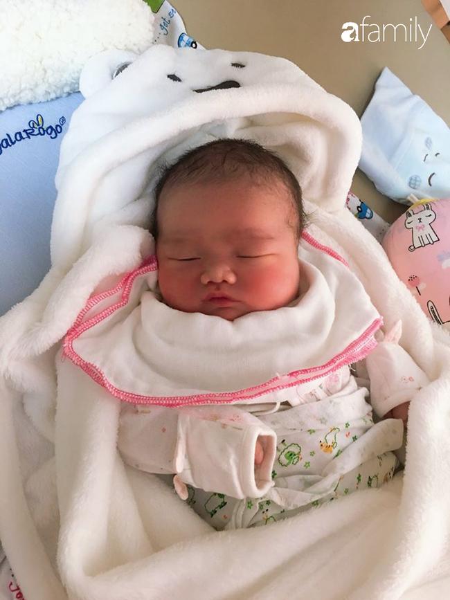 Phú Thọ: Bé trai nặng kỷ lục 5,1kg vừa chào đời - Ảnh 2.
