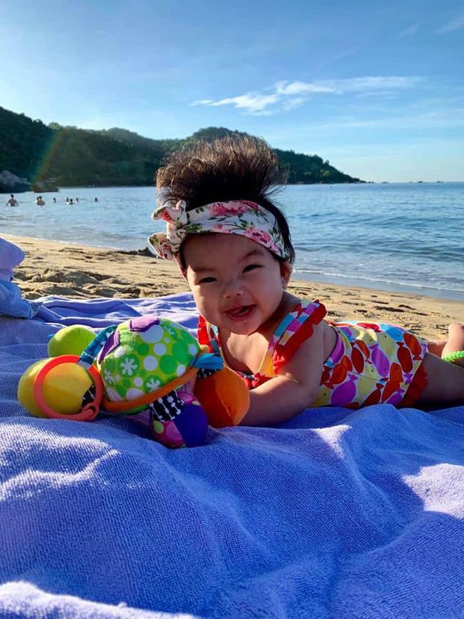Cô nhóc 3 tháng tuổi có mái tóc dày và xù bông như trẻ 2 - 3 tuổi khiến nhiều người ngỡ ngàng - Ảnh 12.