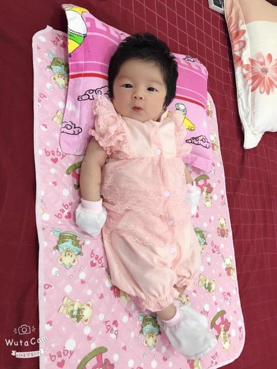 Cô nhóc 3 tháng tuổi có mái tóc dày và xù bông như trẻ 2 - 3 tuổi khiến nhiều người ngỡ ngàng - Ảnh 5.
