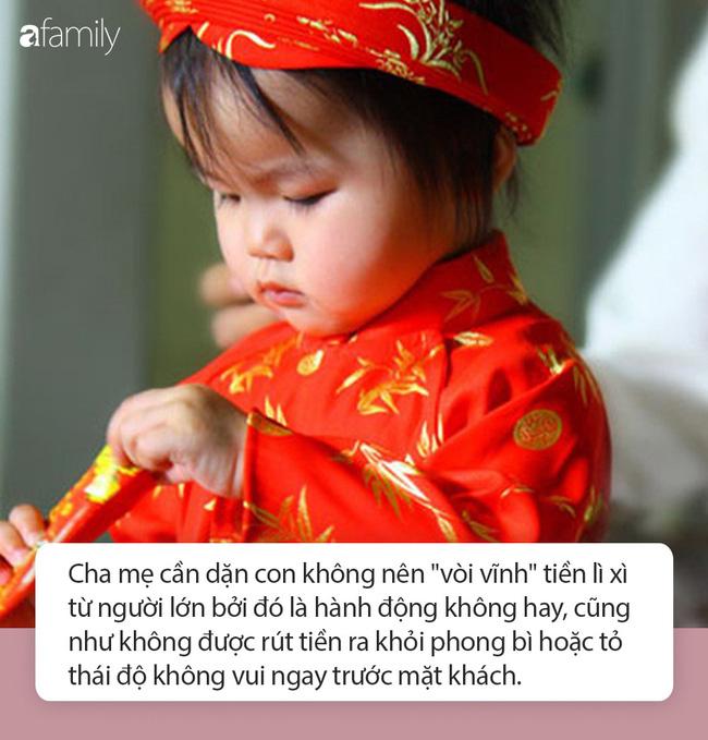 Nếu cha mẹ không muốn rơi vào những tình huống xấu hổ khi đi chúc Tết cùng con, thì hãy chỉ bảo con những điều này ngay từ bây giờ - Ảnh 1.