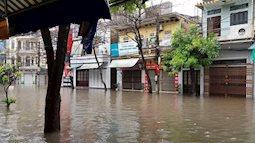 Nam Định ngập sâu, người dân 'thúc thủ' trong nhà ngày mùng 1 Tết