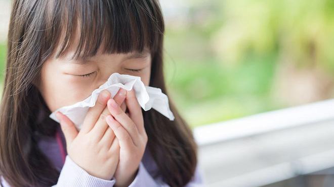 Cách phòng ngừa và bảo vệ trẻ nhỏ trước nguy cơ lây nhiễm virus corona - Ảnh 1.