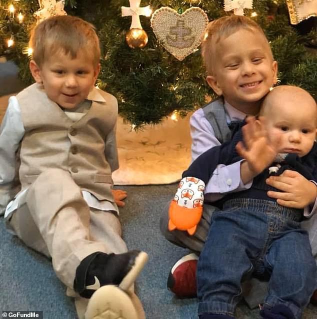 Bức ảnh chụp ba anh em trai cùng có một điểm đặc biệt, không ngờ rằng đó là biểu hiện của một căn bệnh ung thư hiếm gặp - Ảnh 4.