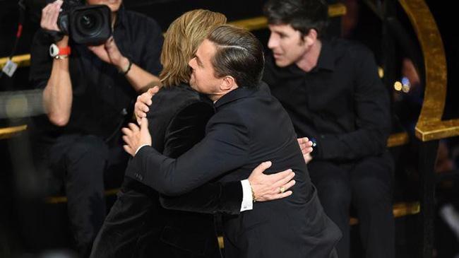 Bức ảnh hot nhất nhì Oscar 2020: Ánh mắt thâm tình như chứa cả bầu trời yêu thương của Leonardo DiCaprio dành cho Brad Pitt  - Ảnh 2.