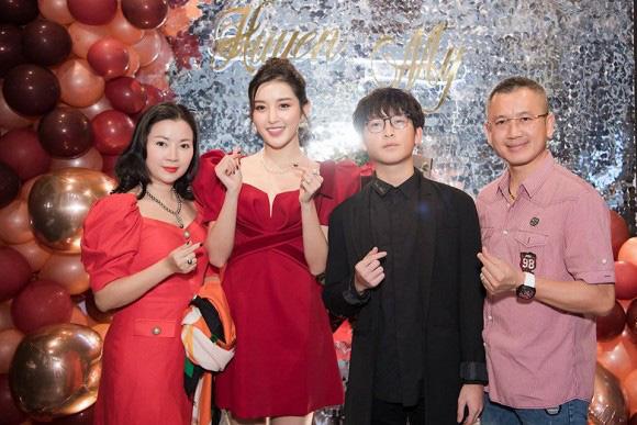 4 ông bố nổi tiếng phong độ của sao Việt đẹp trai như nghệ sĩ khiến fan lần nào nhìn thấy cũng trầm trồ không thôi - Ảnh 14.