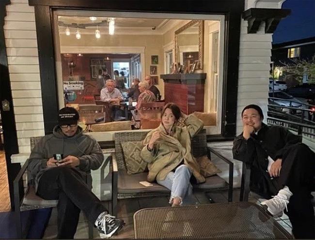 Phản ứng đầu tiên gây chú ý của Song Joong Ki sau khi rộ tin đồn Song Hye Kyo chuẩn bị tái hôn - Ảnh 2.
