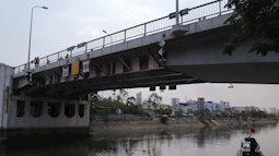 TP.HCM: Hai vợ chồng trẻ bỏ lại xe máy, cùng nhau nhảy xuống kênh Tàu Hủ tự tử