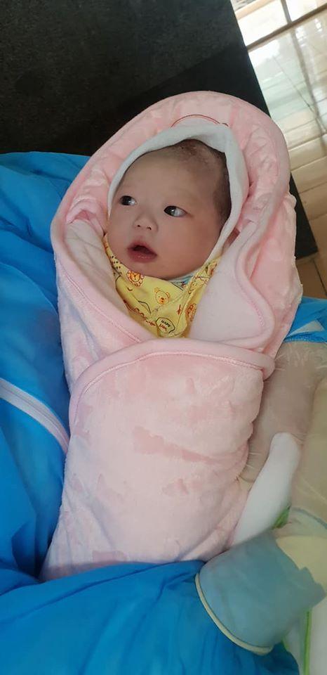 Em bé nặng 3,1 kg chào đời trong khu cách ly dịch Covid-19 tại Bệnh viện Đa khoa huyện Thạch Thất - Ảnh 3.