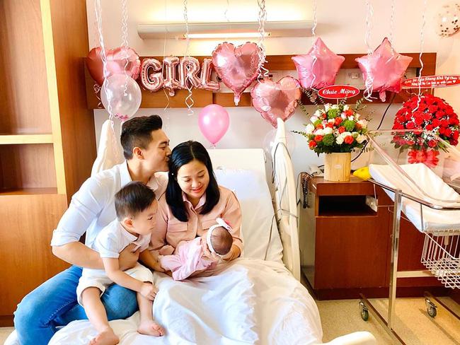 Vừa mới sinh được 2 ngày, con gái diễn viên xiếc Quốc Cơ đã phải vào phòng phẫu thuật vì dị tật 5% trẻ sơ sinh mắc phải - Ảnh 2.