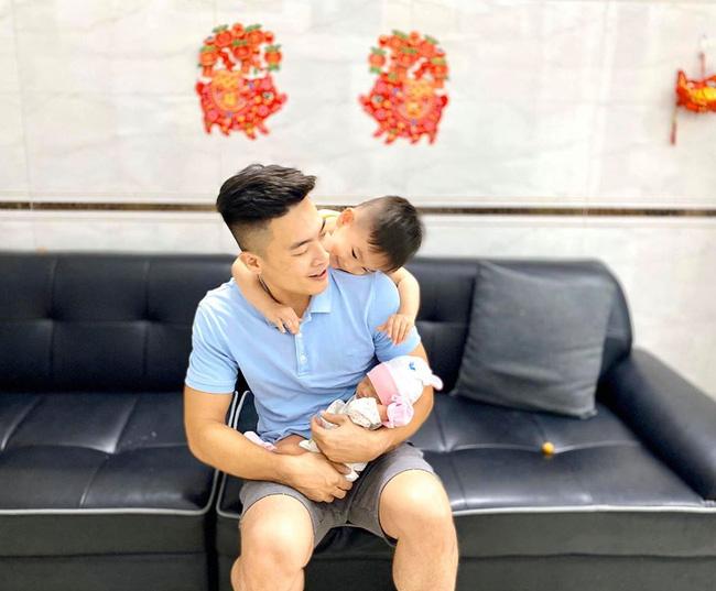 Vừa mới sinh được 2 ngày, con gái diễn viên xiếc Quốc Cơ đã phải vào phòng phẫu thuật vì dị tật 5% trẻ sơ sinh mắc phải - Ảnh 3.