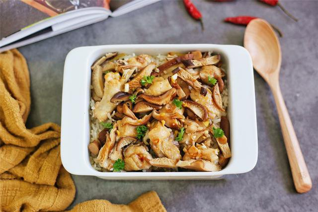 Lười rửa chén thì bữa tối nấu cơm gà hấp nấm đảm bảo nhàn tênh! - Ảnh 6.