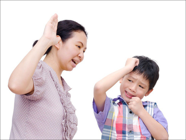 Dù tức con đến mấy, bố mẹ cũng tuyệt đối không được nói 5 câu nói sau đây khiến con bị ám ảnh tâm lý về lâu dài - Ảnh 1.