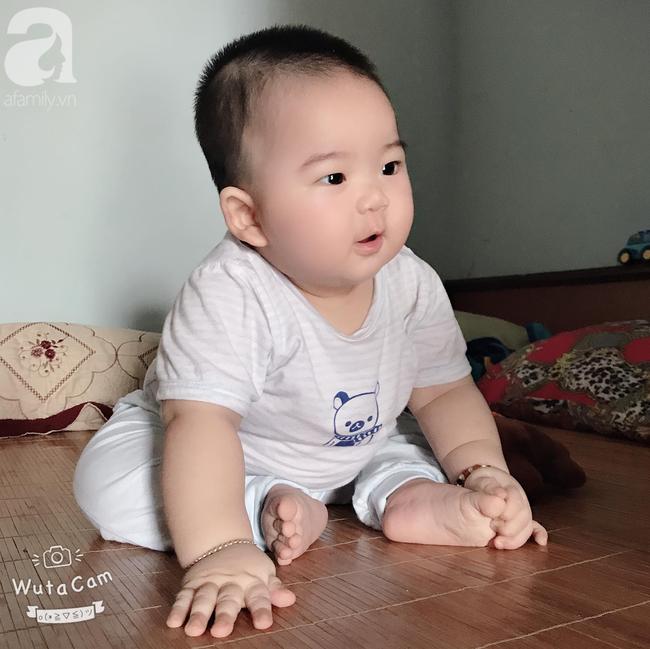 Hội mẹ bỉm thích thú vì cậu bé mập ú 1 tuổi đã 17kg, ai nhìn cũng muốn bế nhưng chỉ được vài phút là trả vì... nặng - Ảnh 2.
