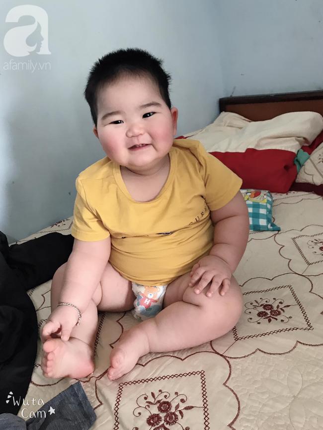 Hội mẹ bỉm thích thú vì cậu bé mập ú 1 tuổi đã 17kg, ai nhìn cũng muốn bế nhưng chỉ được vài phút là trả vì... nặng - Ảnh 9.