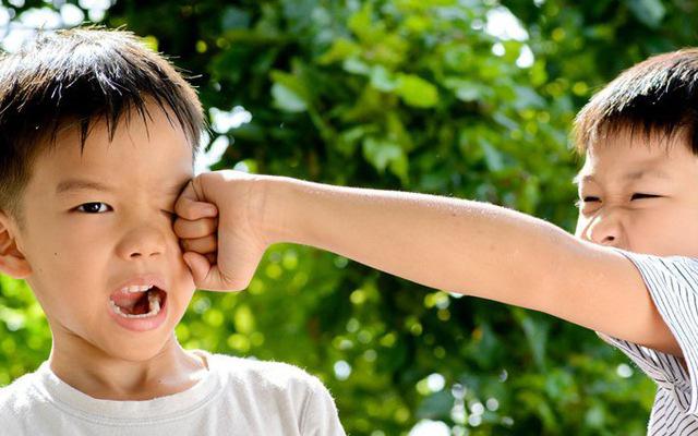 Con trai 4 tuổi bị đuổi học, bố tức giận gọi điện chất vấn cô giáo, nghe xong lý do thì xấu hổ tự ngẫm lại mình - Ảnh 2.