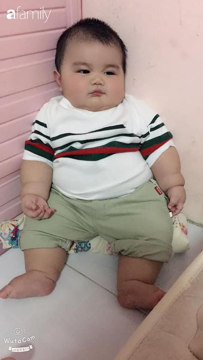 Em bé khiến dân mạng mê tít vì thân hình nần nẫn, gần 1 tuổi nặng 18kg và loạt câu chuyện hài hước phía sau. - Ảnh 9.
