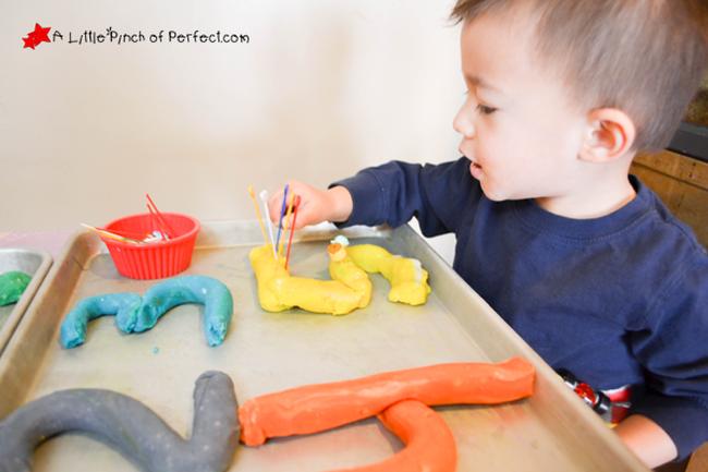 Cho trẻ chơi đất nặn - thứ đồ chơi vừa rẻ lại vừa có nhiều lợi ích không thể ngờ - Ảnh 1.