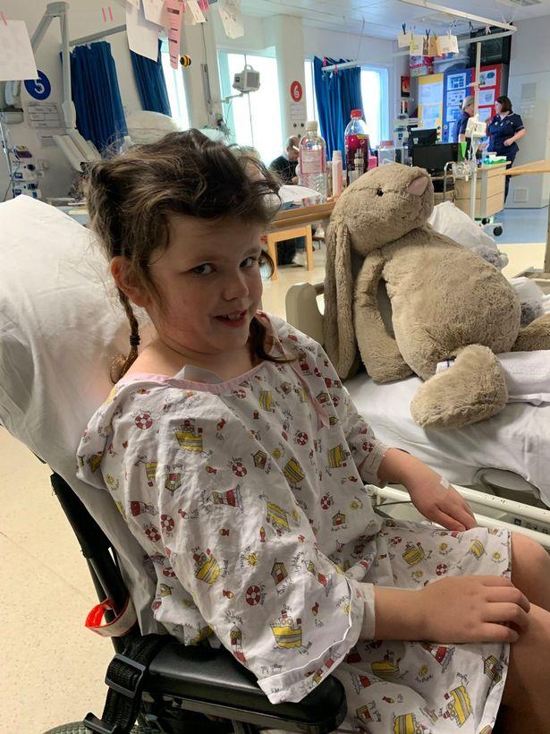 2 năm không đi kiểm tra mắt, bé gái 8 tuổi bất ngờ bị phát hiện có khối u trong não - Ảnh 4.