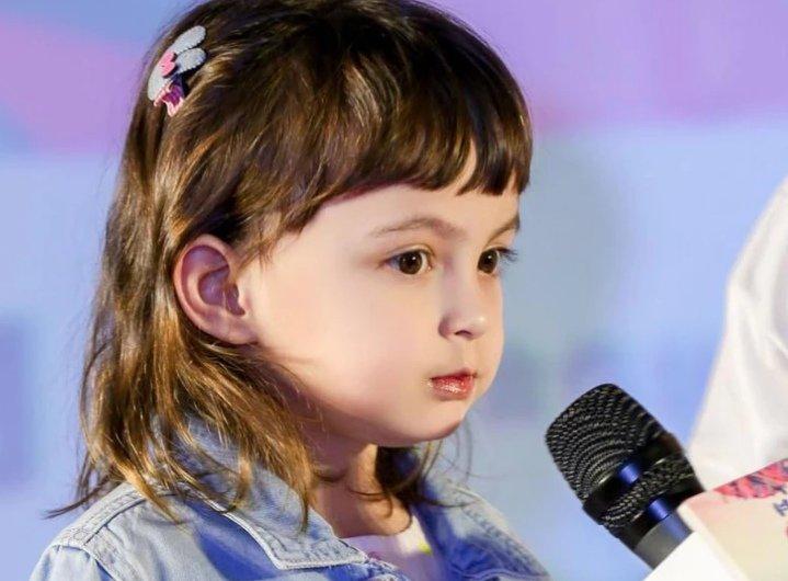 Con gái của nữ diễn viên nổi tiếng bị trường Mẫu giáo đuổi học, nhìn cách dạy dỗ của người mẹ, công chúng không một ai bênh vực - Ảnh 2.