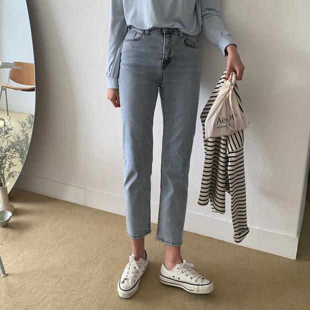 Thích quần skinny nhưng sợ bó chịt lộ chân xấu, các nàng hãy hóng ngay jeans thuốc lá hack chân đẹp siêu hạng - Ảnh 4.