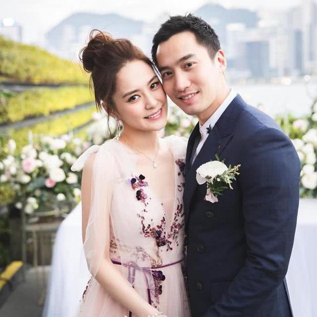 Chung Hân Đồng hoãn kế hoạch mang thai vô thời hạn, chồng trẻ áp lực đến mức phải vào bệnh viện tâm lý - Ảnh 2.
