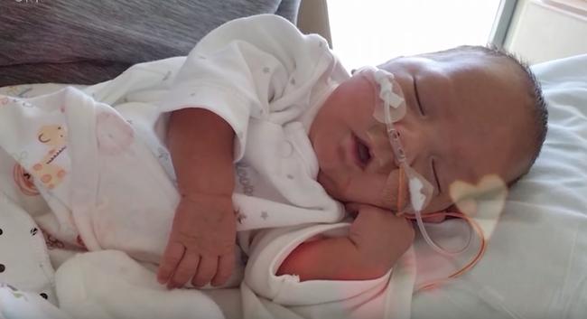 Mẹ Việt ở Mỹ phải tiêm 35 mũi kích trứng, sinh đôi cực non khi thai mới 5 tháng và hành trình giúp con chống chọi tử thần - Ảnh 4.