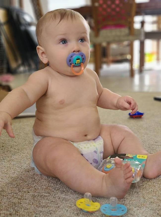 Bé trai 7 tháng tuổi sốt đến 40 độ C chỉ trong vòng vài giờ sau khi có triệu chứng viêm đường hô hấp - Ảnh 3.