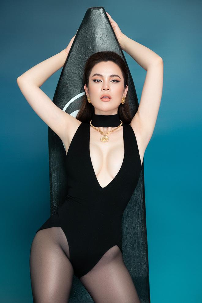 Dù đã 3 con nhưng Hoa hậu Phương Lê vẫn diện bikini quyến rũ - Ảnh 2.
