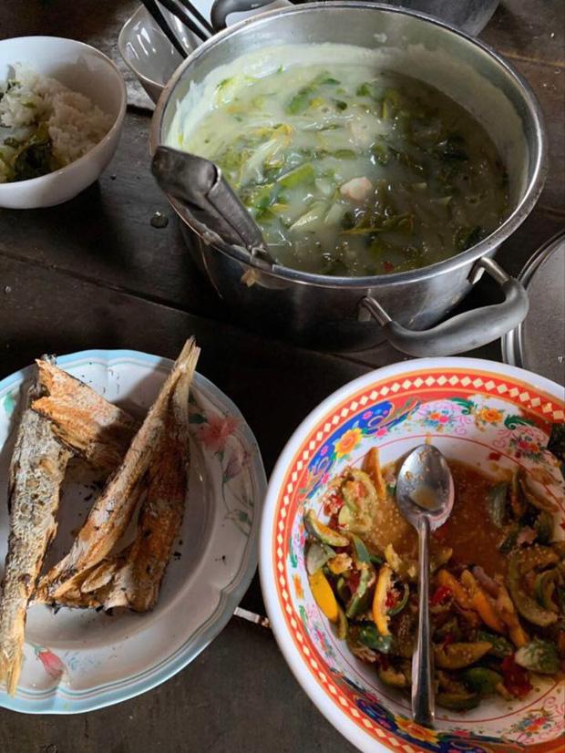 """Ở nhà mùa dịch, H'hen Niê """"tham vọng"""" trở thành food blogger: giới thiệu loạt đặc sản dân dã, có cả những món khiến nhiều người """"sợ xanh mặt"""" - Ảnh 5."""